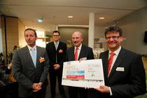 Christoph Preis überreicht Spende
