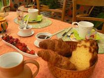 """goûtez les fruits de saison du jardin et nos confitures """"maison"""""""