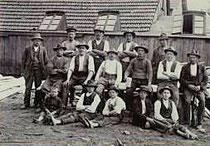 Arbeiter im Sägewerk Zum Waffenschmied