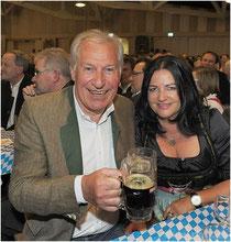 Ruhstorfs Bürgermeister Erich Hallhuber mit Lebensgefährtin