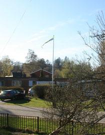 お向かいの家とスウェーデン国旗