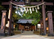 麻賀多神社鳥居と拝殿