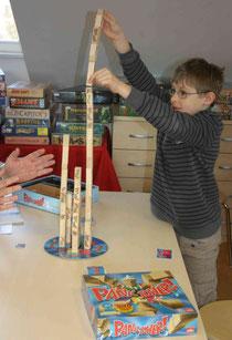 Kleiner Mann baut großen Turm