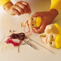 KERSAの布製ハンドパペットの美しい柔らかなヘッドは、丁寧に手で重点し、刺繍、塗装を施しています。