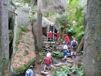 Eine Etappe im Felsenlabyrinth