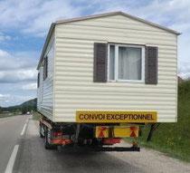 Mobil home perché sur un convoi exceptionnel