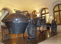 Le fardier de Cugnot, ancêtre à vapeur de nos automobiles, au Conservatoire National des Arts et Métiers à Paris
