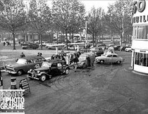 File de voitures devant une station-service