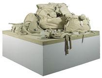 Claes Oldenburg,  «Ghost» Drum Set (Batterie «fantôme»),  dix éléments en toile, cousus et peints, contenant des billes de polystyrène,  80X183X183 cm, 1972.