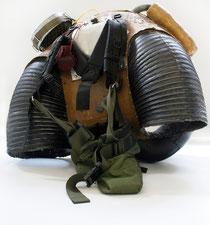"Panamarenko, Hazerug, 1997 Techniques mixtes. (Sorte de ""sac à dos volant"".)"