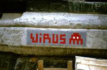 Vue rapprochée de l'Invader au Borusan Art Center d'Istanbul.
