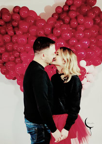 cuore palloncini san valentino allestimento ragazza servizio fotografico bacio uomo donna innamorati fidanzati