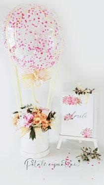 Mongolfiera con peonie, fresie e fiori di ciliegio