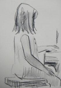 持ち直して、ピアノの練習する真理子。