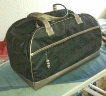 Kleine Sporttasche (B/H/T 40/25/25) mal eleganter aus Mikrofaser und Kunstleder