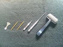 ツボを刺激するための治療道具です。