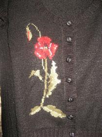 Вышивка на вязаном изделии.