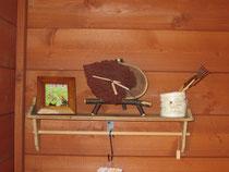 ウォールシェルフと木の葉時計
