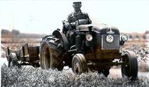Paul met de tractor naar Neer
