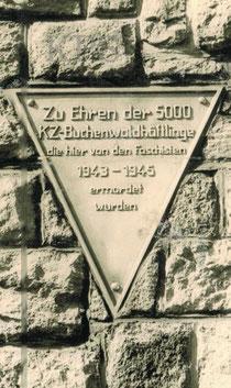 Inschrift am neuen Obelisk 1958