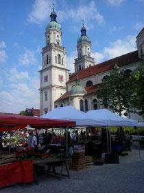 Kemptener Wochenmarkt an der Basilika