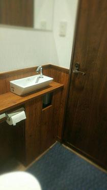 手洗い内 作り付け家具