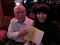 伊藤文学(左)と西塔紅美