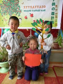 Children are holding the educational materials. They receive instruction of environmental education before the planting activity. (kindergarten in Mongol, Эрдэнэтcity)