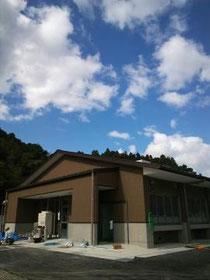 福貴浦に2012年11月,再建された牡蠣処理場