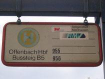 Überbleibsel vergangener Zeiten: Haltestellenschild in Offenbach (M) Hbf.
