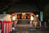境内に人はいませんでしたが、本殿はライトアップされていて、静かにお参りするには向いている神社です。