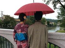 傘と羽織で雨と秋使用