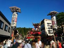 先日の秋の飛騨高山祭りの様子