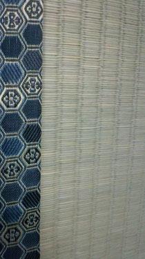 紺色の縁を付けて表替えした畳のアップ画像