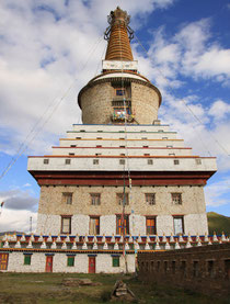 Eindrückliche Stupa in Banma.