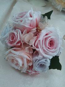 取り外したバラでミニブーケを作ってみました