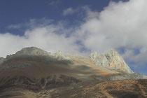 カム地方の岩山