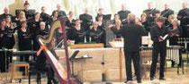 Hymnischer Chorgesang ohne kalten Klangstuck: der Konstanzer Kammerchor bei seinem Konzert in der Bruder-Klaus-Kirche.