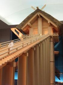 出雲大社はかつてこの模型のような当時我が国一位の高層建築であった(島根県立古代出雲歴史博物館蔵)