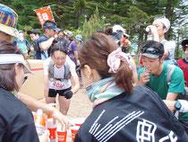 松井氏は当日のスタッフに「ラッパや鈴などの鳴り物で選手を元気づけてほしい」と注文。