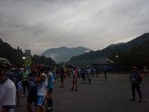 写真中央に写る御嶽山頂上が折り返し地点