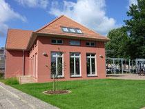 Das neue Schulspeisungs- u. Hortgebäude (Foto: Wieck & Partner)