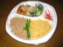 例:鶏と卵のそぼろ丼弁当