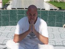 Meditando en el Foco Tonal, cerca del Lago de Chapala, Jalisco, antes de ir hacia Aztlán... Es cierto, es un lugar extraordinario.