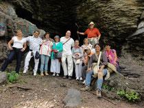 Beneficios para toda tu vida, cuando vas a un Viaje a lugares de Poder con Pascal K'in Greub (aquí en el último viaje, en una cueva del Chicomóstoc, Cerro del Culiacán, el místico Aztlán).