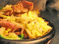 ラム肩ロースと有機野菜の鉄皿ジンギスカン