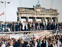 ベルリンの壁が崩壊した当時の写真