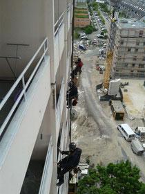 Proseil-Kletterer bei Fassadenarbeiten