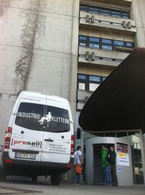 Industriekletterer der Firma Proseil an der Hochschule Mannheim