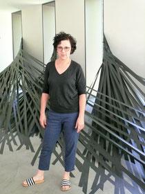 """Monika Grzymala mit ihrer """"Raumzeichnung"""" im Museum Lothar Fischer. Foto: Edith Viezens-Kleinert."""
